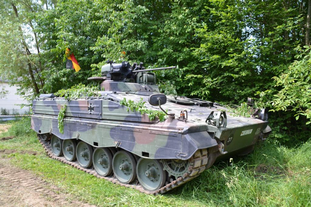 Schützenpanzer Marder im Freigelände